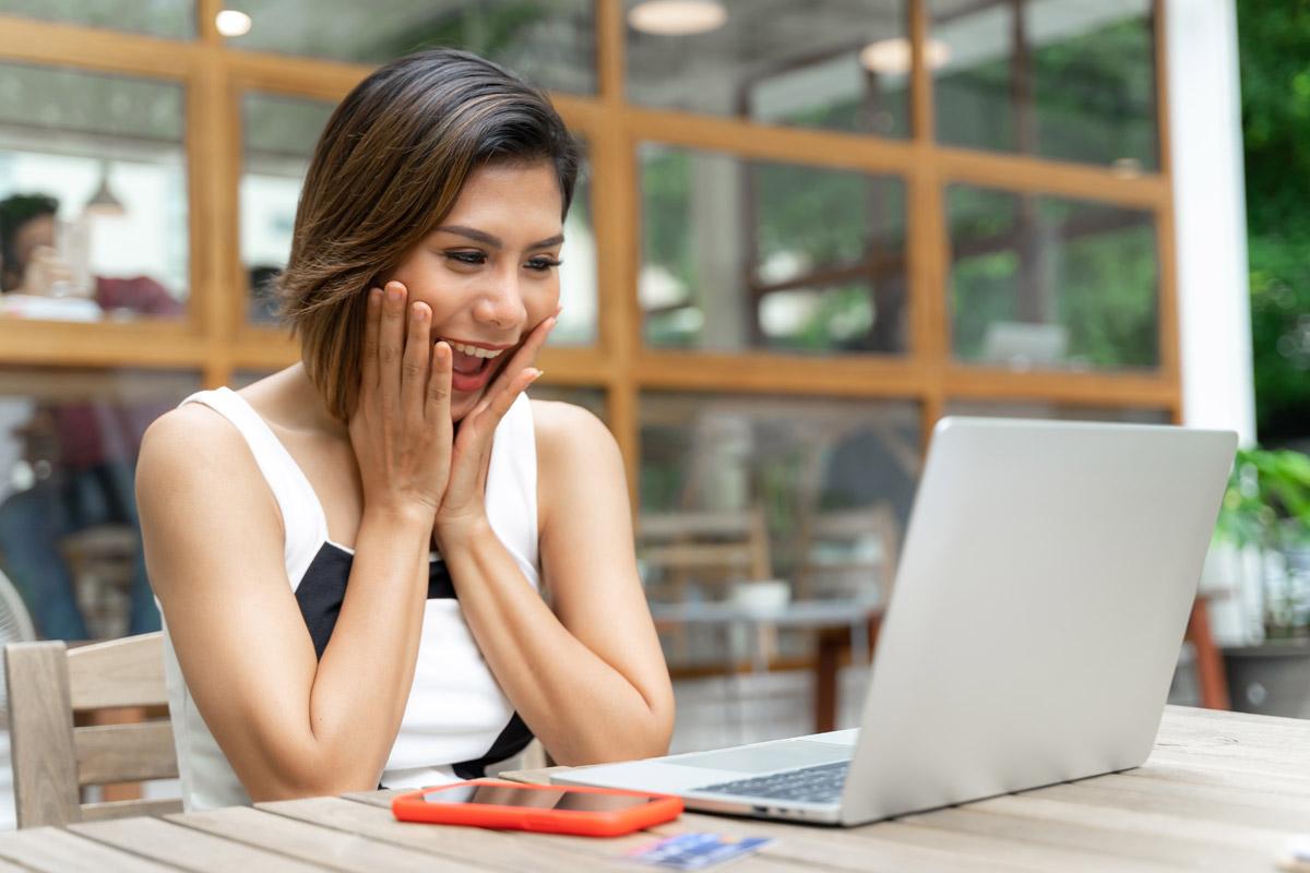 how does teeth straightening work online